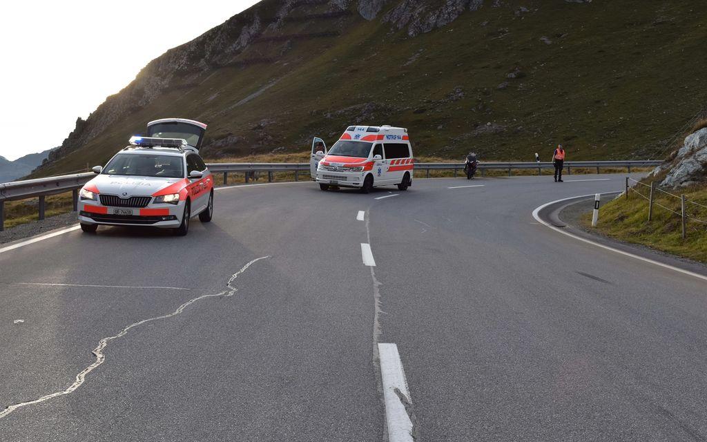 Motociclista si schianta a Bivio e si ferisce