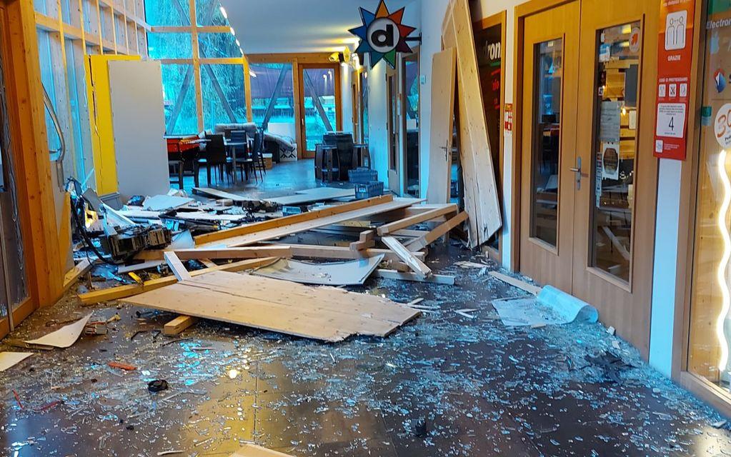 Vicosoprano: esplosione al bancomat nella notte