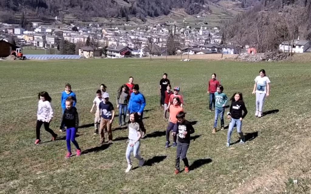 Le scuole di Poschiavo ballano Jerusalema