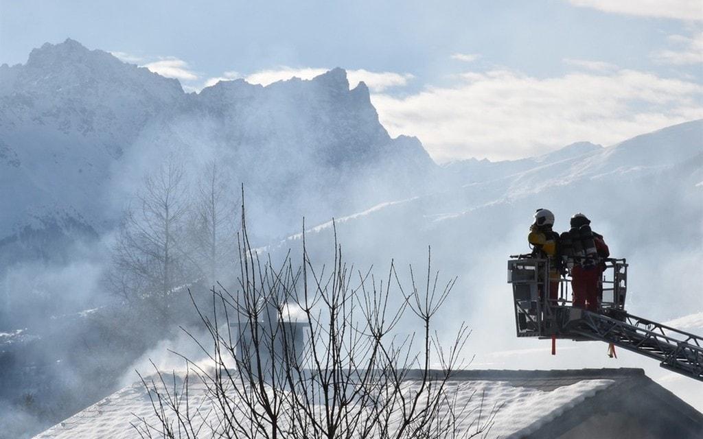 88enne tratta in salvo da casa in fiamme