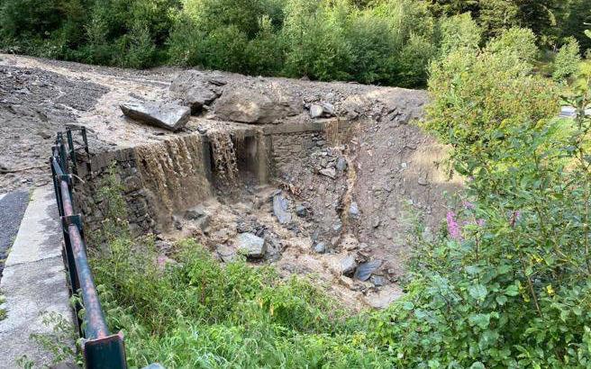 Frana in Valmalenco travolge auto, 3 morti