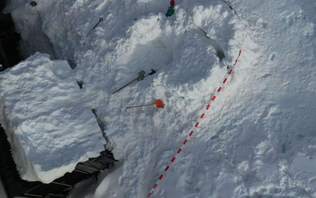 Bambino muore sepolto dalla neve di un igloo