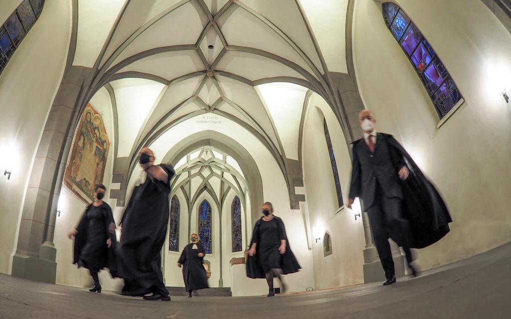 Pastore e pastori ballano ispirati da Jerusalema