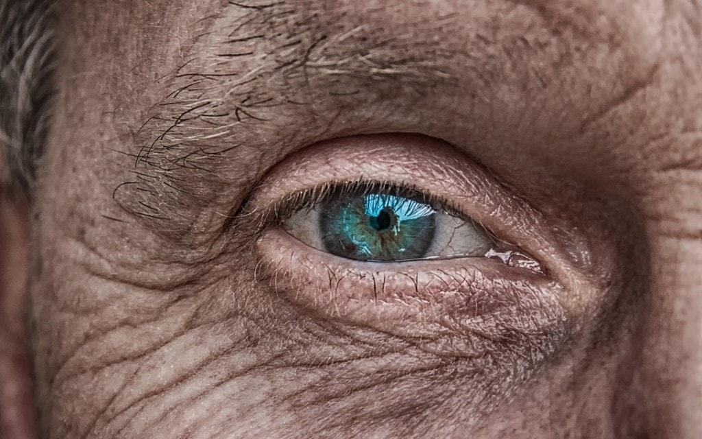 Troppi anziani in giro: