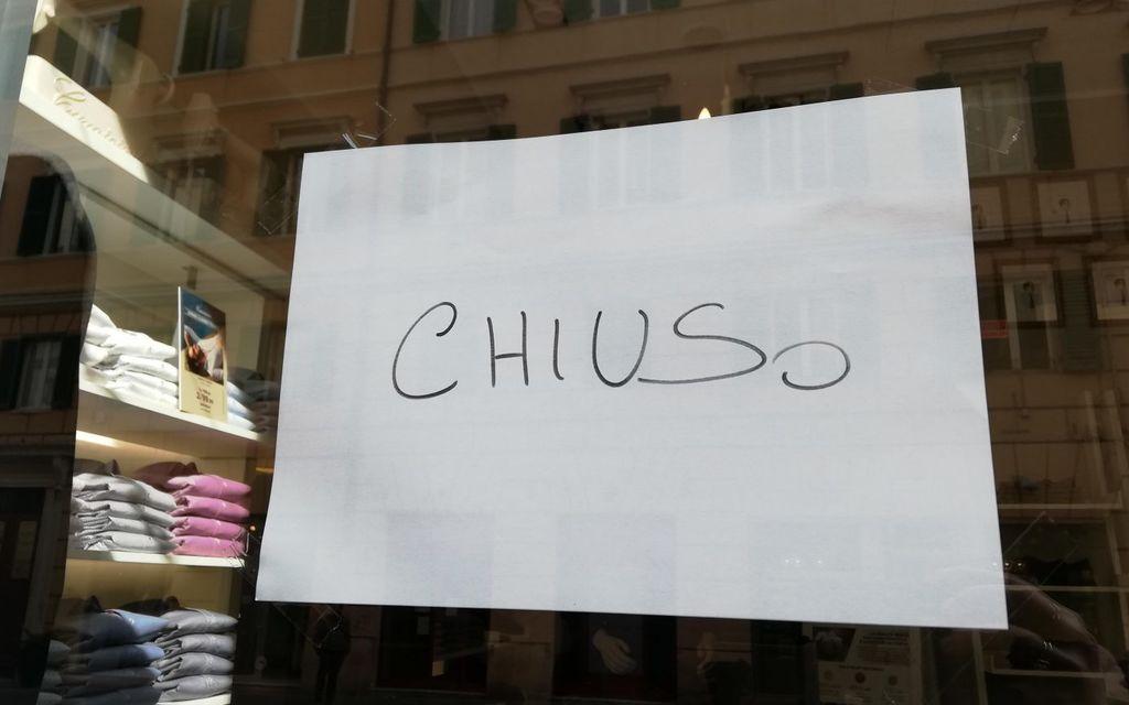 In Italia chiusi negozi, bar e ristoranti