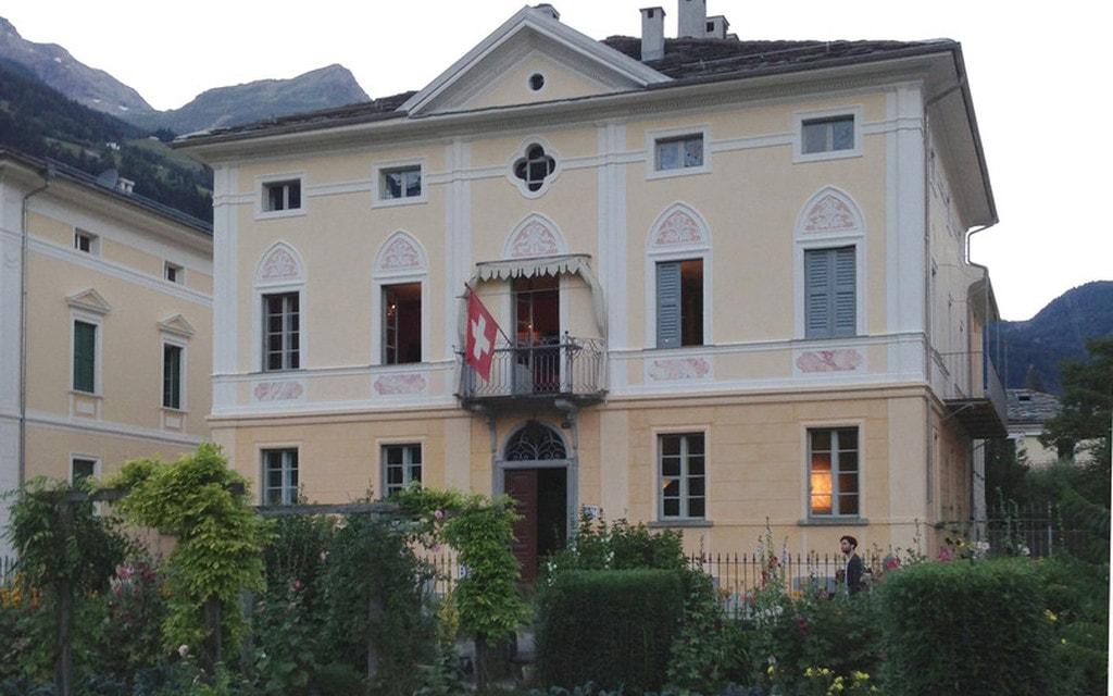 Devon House, proiezione rinviata a domenica