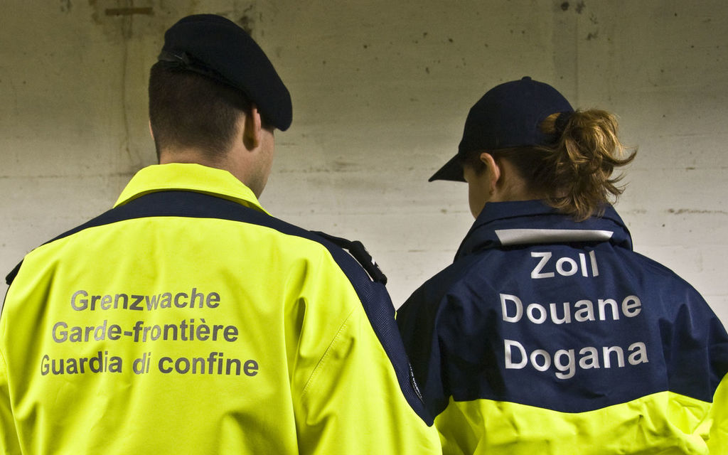 Bregaglia: fermati due italiani con armi
