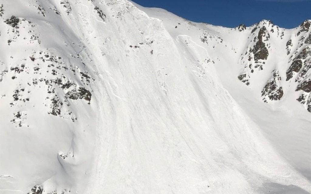 Snowboarder gravemente ferito da una slavina