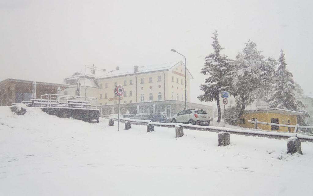 La prima neve dell'autunno sul Maloja