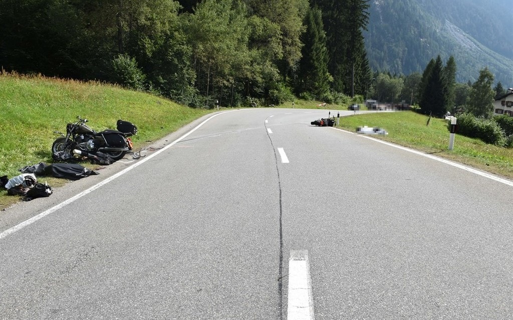 Motociclisti si scontrano: due morti