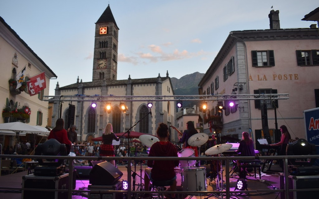 Le Red Roses in concerto: le foto